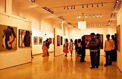Mumbai: inside of Jehangir art gallery